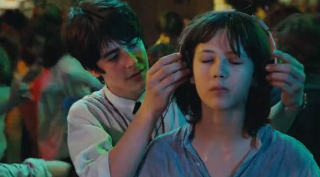 Dans La Boum, Vic tombe éperdument amoureuse de Matthieu, joué par Alexandre Sterling