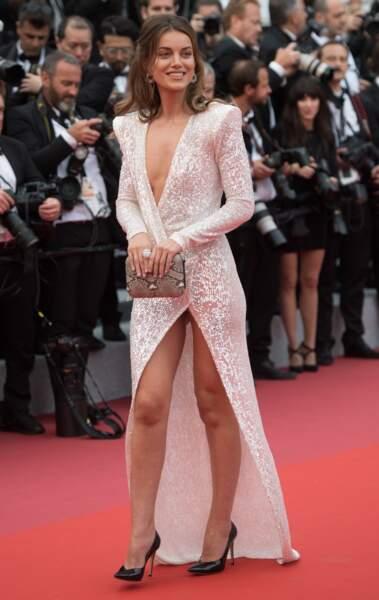 La top model Heidi Lushtaku arrive sur le tapis rouge
