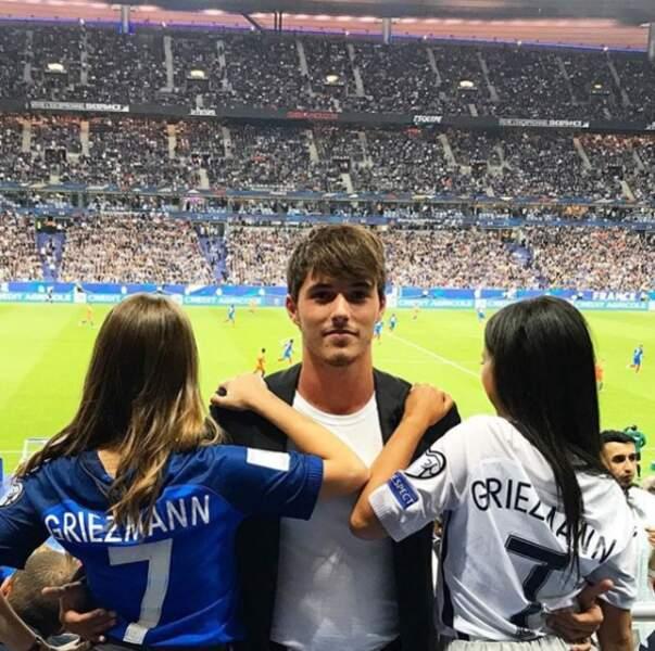 Un patronyme qui lui permet non seulement d'assister aux matches de l'équipe de France...