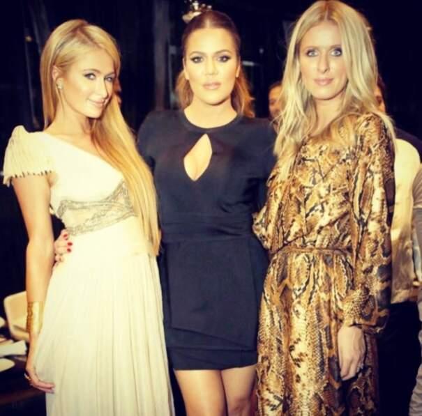 Khloé était de sortie ! C'est avec les soeurs Hilton qu'elle se la coulait douce, loin de ses soeurettes.