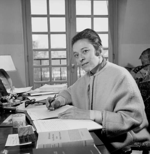 La femme de lettres Edmonde Charles-Roux est morte le 20 janvier 2016. Elle avait 95 ans