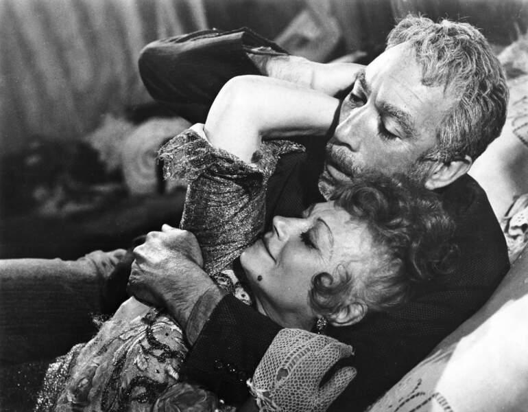 Avant Juliette Binoche, il y a eu cette dame qui fait des poutous à Anthony Queen dans Zorba le Grec (1964)…