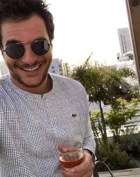 Amir boit déjà du rosé