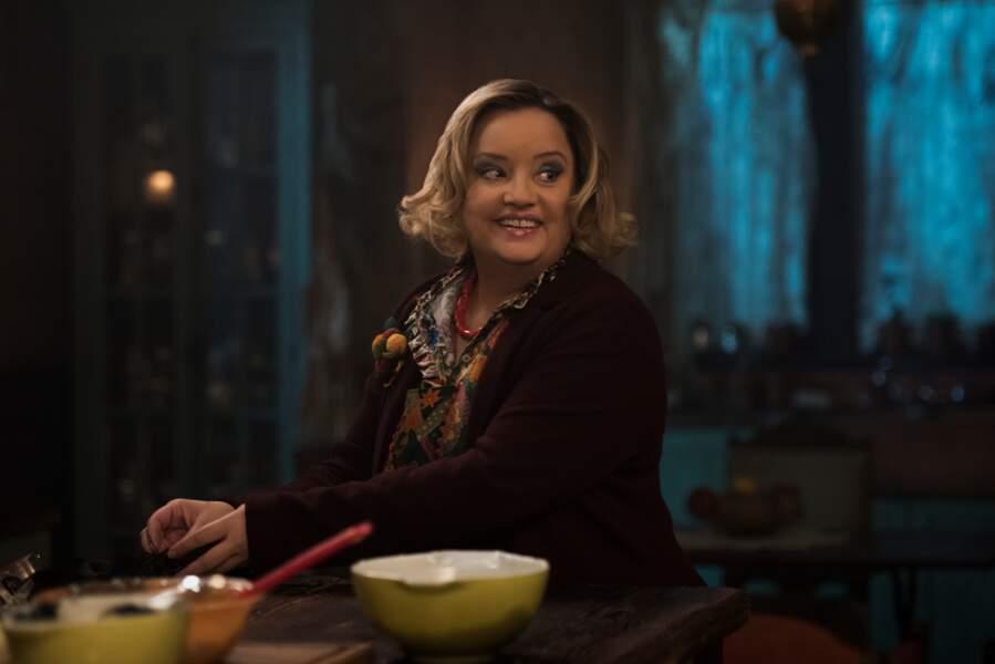 Hilda Spellman est l'autre tante sorcière de Sabrina. Elle est jouée par l'actrice anglaise Lucy Davis (The Office)