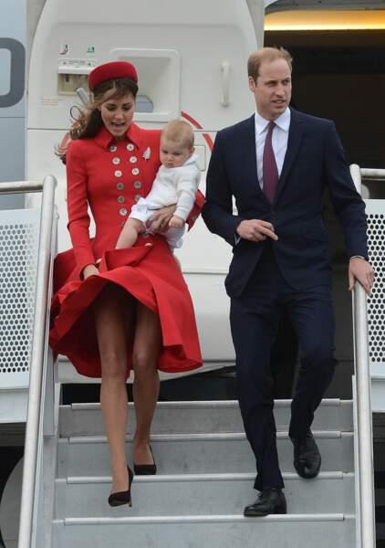 George n'est pas très content. Gare à celui qui regarde sous la robe de maman !