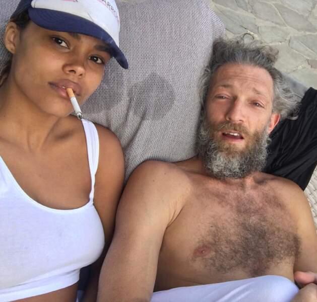 Petit selfie (au saut du lit ?) avec son chéri, Vincent Cassel