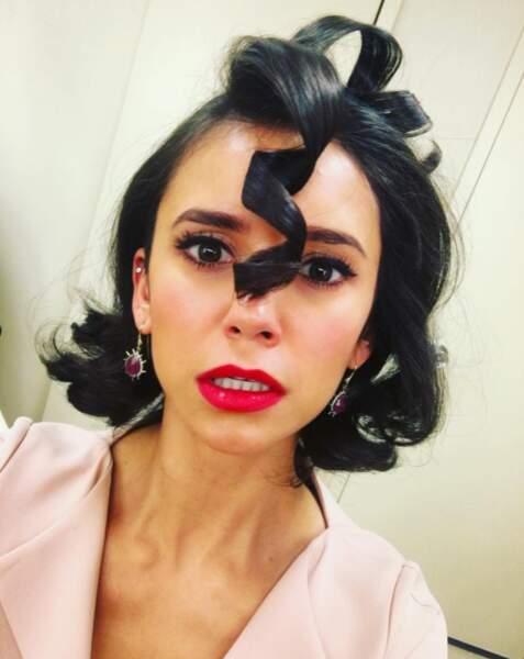 On termine avec cette coiffure de Nina Dobrev qui ne lui va absolument pas.