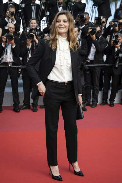 Chiara Mastroianni avait, elle-aussi, opté pour un tailleur pantalon mais d'une couleur plus discrète