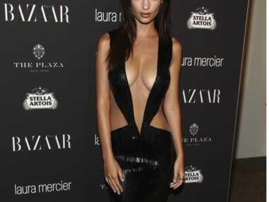 """Sexy ! Emily Ratajkowski affole la Fashion Week de New-York dans sa """"robe"""" hyper échancrée"""