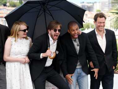 Cannes 2017 : le décolleté ravageur d'Elizabeth Olsen, collée à Jeremy Renner, éclipse Elisabeth Moss et la petite sœur de Kate Moss