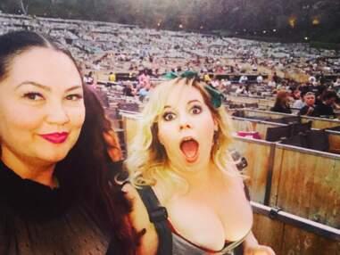 Kirsten Vangsness exhibe ses décolletés et ses tenues uniques sur Instagram