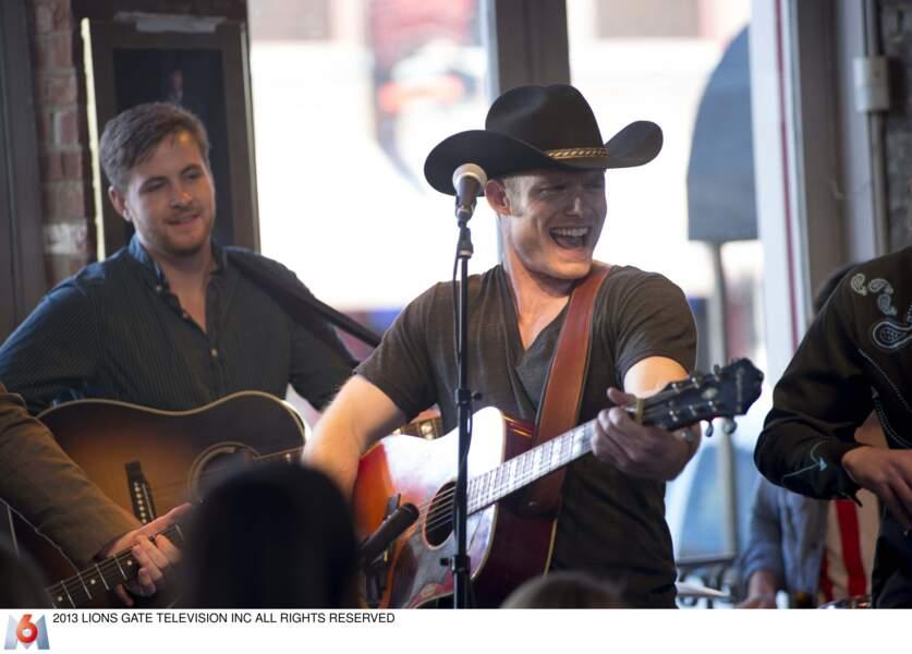 Depuis, il a joué un chanteur de country dans la série Nashville
