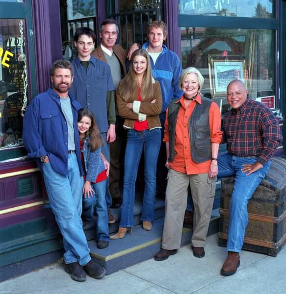 Le blond bouclé derrière, c'est lui en 2006 dans Everwood, avec sa chérie de l'époque, Emily VanCamp (Revenge)