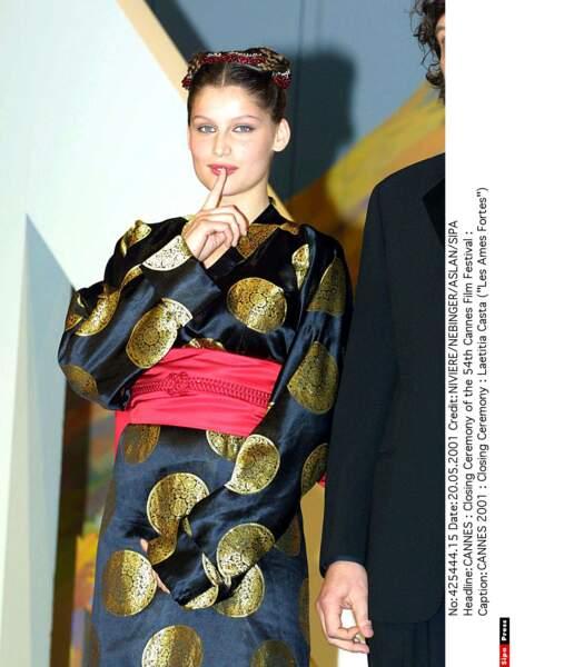 Le style kimono pour l'ex-mannequin Laëtitia Casta devenue actrice… Moui, on n'est pas fan ici (2001)