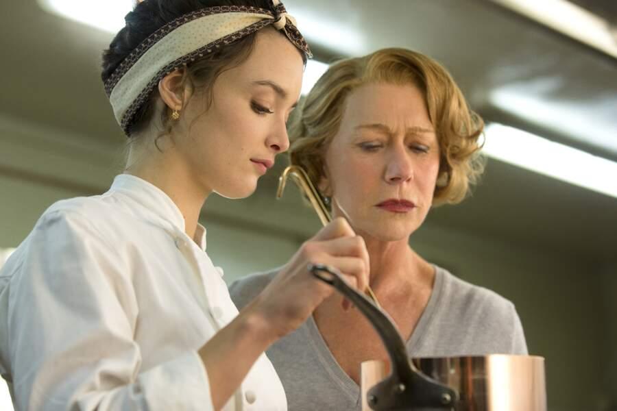 Elle entre dans la cour des grands en donnant la réplique à Helen Mirren dans Les recettes du bonheur en 2015.