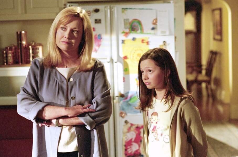 La jeune Mackenzie Rosman joue Rosie, l'adorable fillette de la série des années 1990 7 à la maison