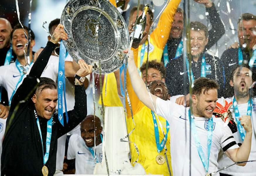 Grand fan de foot anglais, le chanteur Robbie Williams ne manque pas de célébrer les beaux matchs