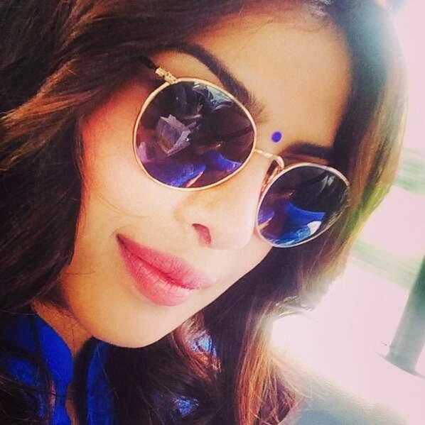 Priyanka adooooore les lunettes de soleils !