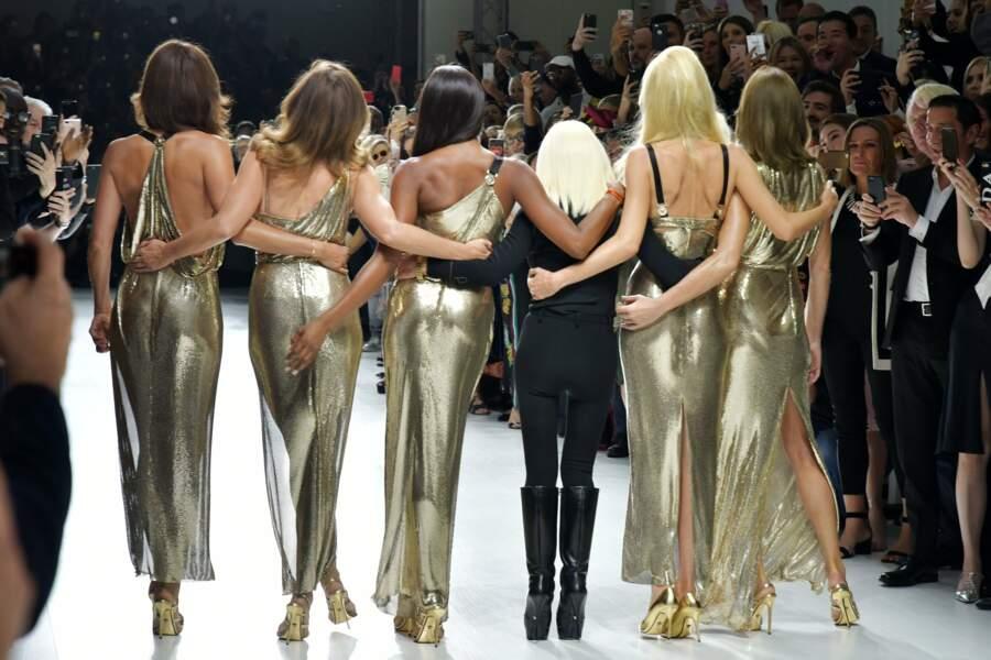 … les cinq top-models et Donatella Versace ont été acclamées par le public