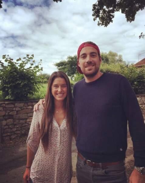 Sur le chemin des vacances, Claire a même rencontré Maxime, candidat du prochain Koh-Lanta aux Îles Fidji...