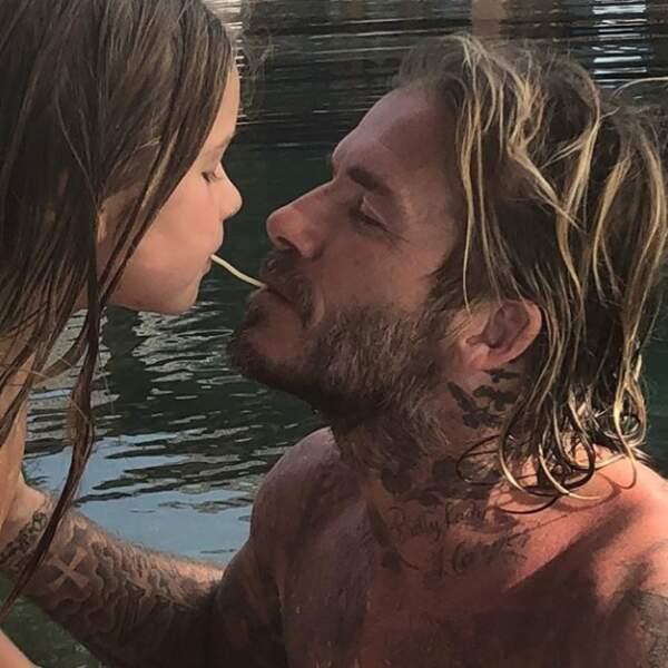 Instant mignon : David Beckham et sa fille Harper partagent un tendre moment dans la piscine