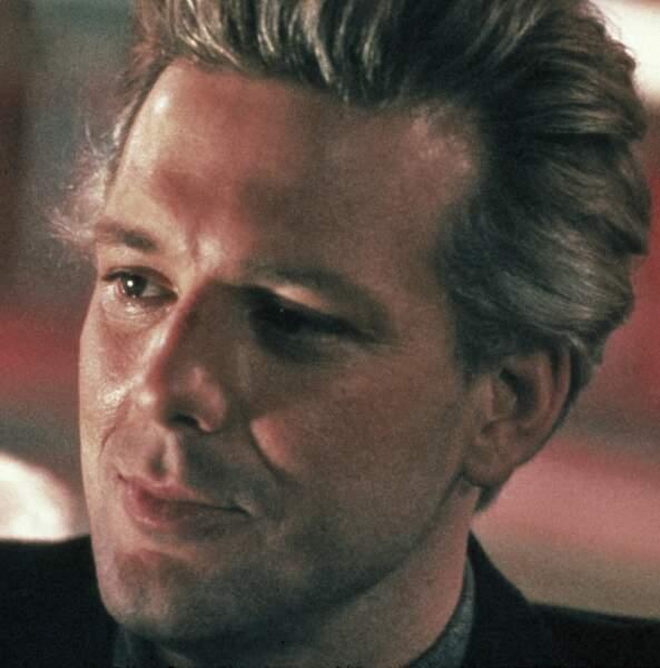 Même avec une teinture blonde, comme dans L'Année du Dragon, il est sexy !