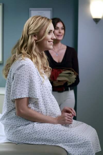 Julie Mayer est enceinte ! Mais qui est le père ?