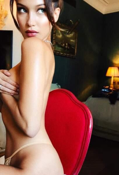 Chaleeeeeur ! Bella Hadid fait exploser le thermomètre avec une photo seins nus