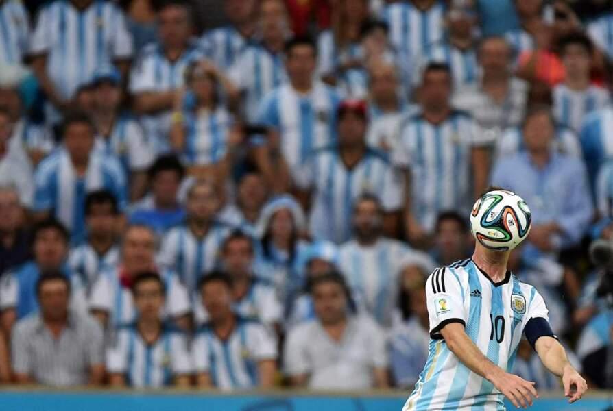 Les soirs de pleine lune, Lionel Messi se transforme en homme-ballon