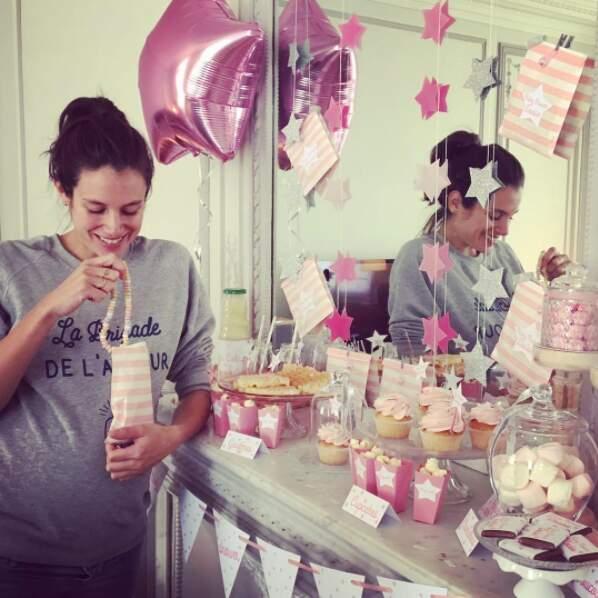 Louise a même organisé une fête toute rose pour l'arrivée de son premier bébé (une fille !)