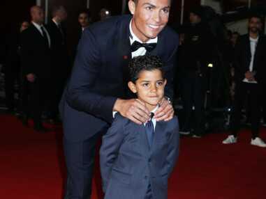 Cristiano Ronaldo rayonnant avec son fils à l'avant-première de son film