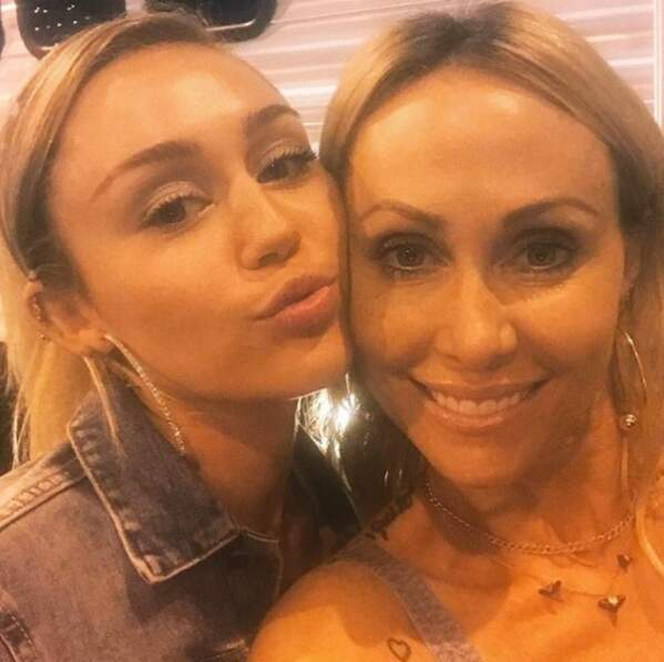 Pendant ce temps, Miley Cyrus partage une belle photo avec sa  maman