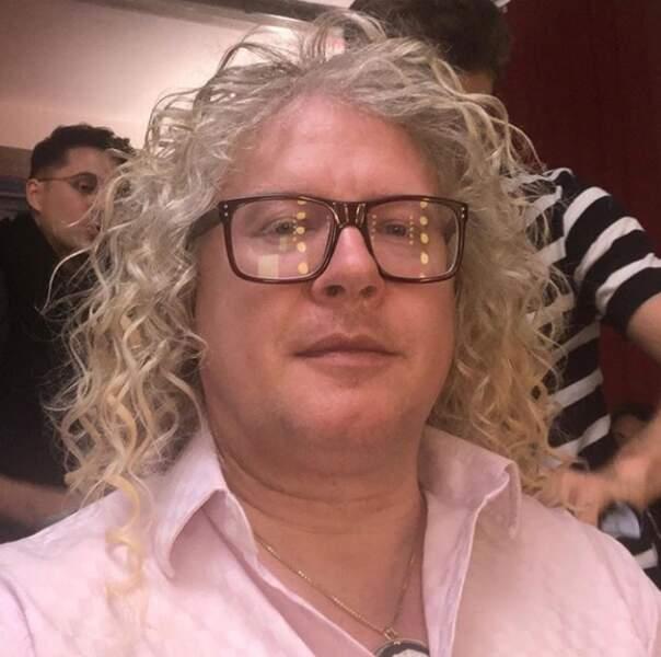 Il est temps de l'admettre... Nous sommes tous jaloux de la somptueuse chevelure de Pierre-Jean Chalençon !