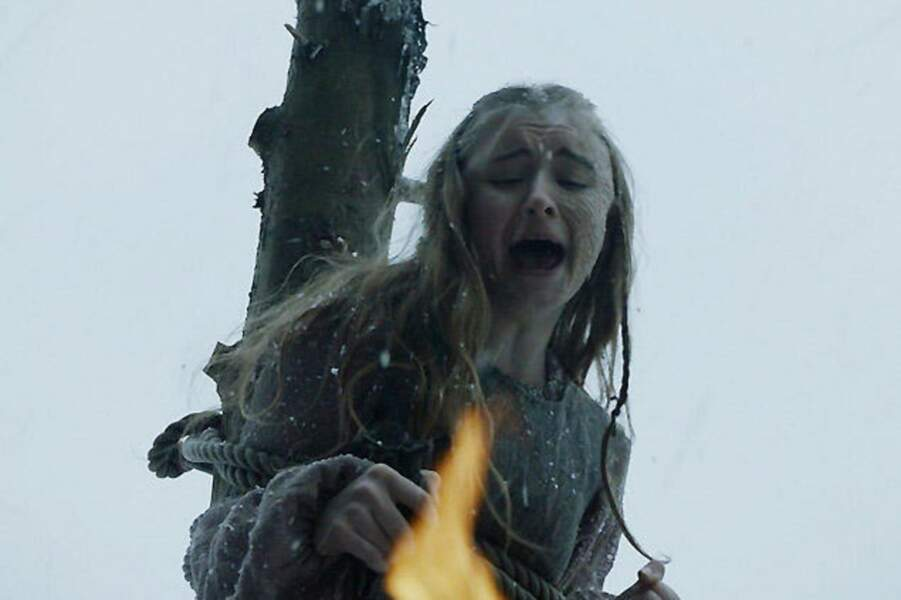 Shireen Baratheon brûlée vive. Ils ont osé le faire !  (Saison 5, épisode 09)