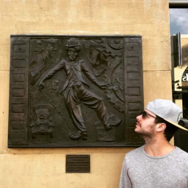 Kev Adams a rencontré Charlie Chaplin (ou presque).