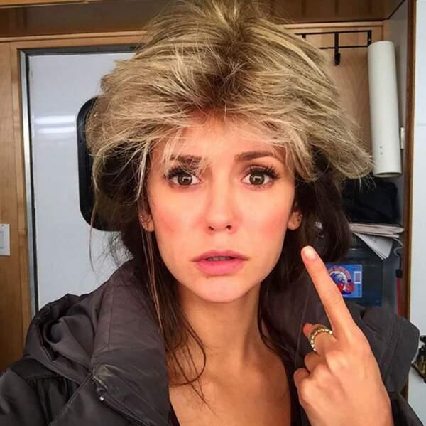 Bon, encore une alerte perruque pour Nina Dobrev.