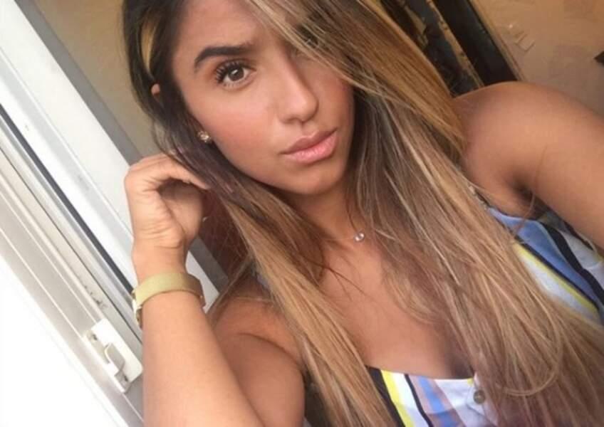 Sakina Karchaoui est également une adepte du selfie