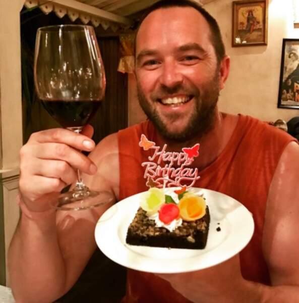 Pendant ce temps, son partenaire Sullivan Stappleton fêtait son anniversaire à Bali