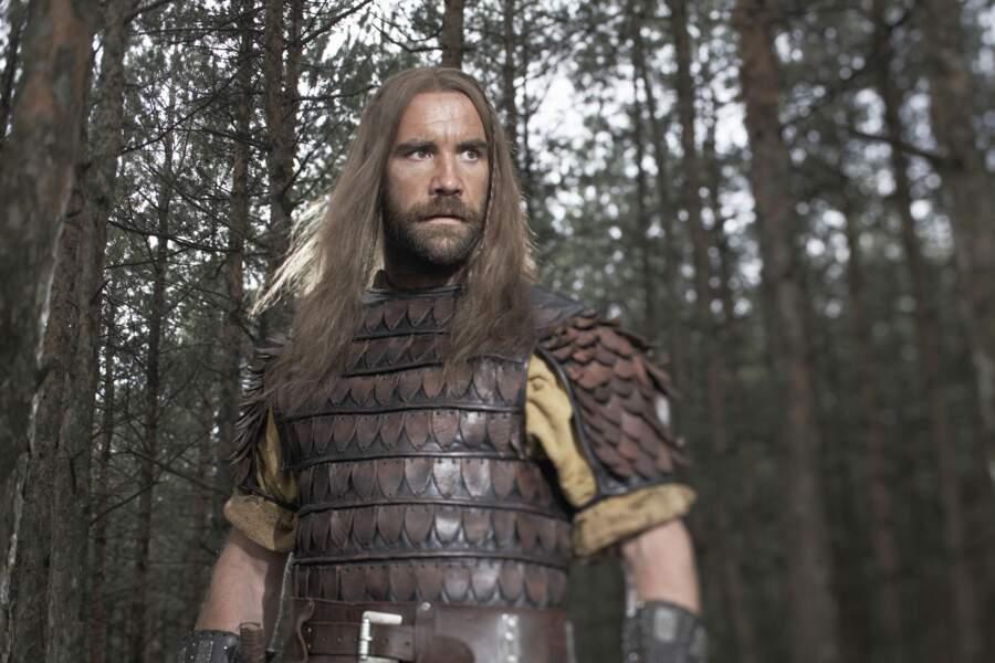 L'époque du moyen-âge lui va plutôt bien : le voici dans la peau d'Attila dans le film Chefs de Guerre