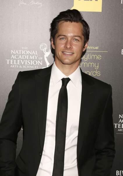Blake Hood est le premier acteur à avoir incarné Kyle Abbott adulte