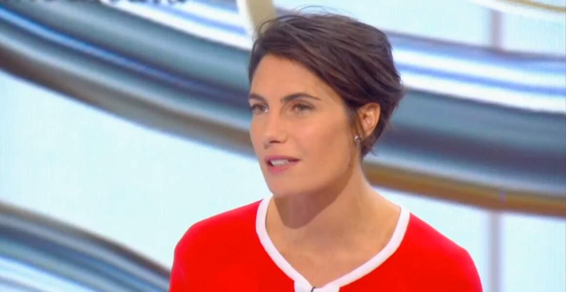 Le rouge était à l'honneur cette semaine : Alessandra Sublet sur le plateau du Tube...
