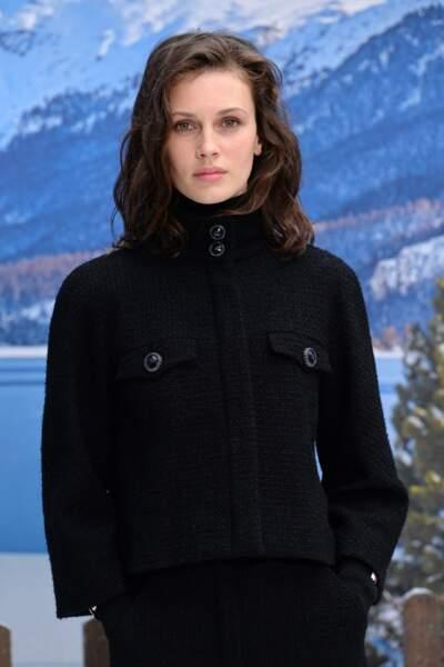 L'actrice Marine Vacth se réchauffe comme elle peut