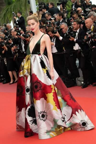 Comment aller à Cannes sans y être invité ? En se cachant sous la robe d'Amber Heard !