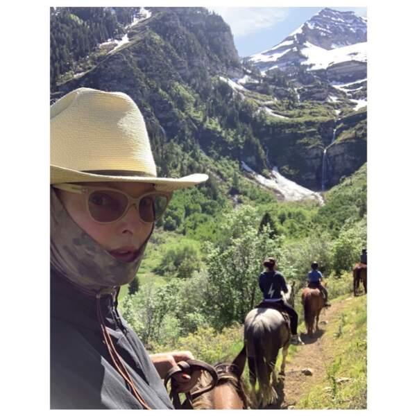 Linda Evangelista a fait du poney dans les Rocheuses.