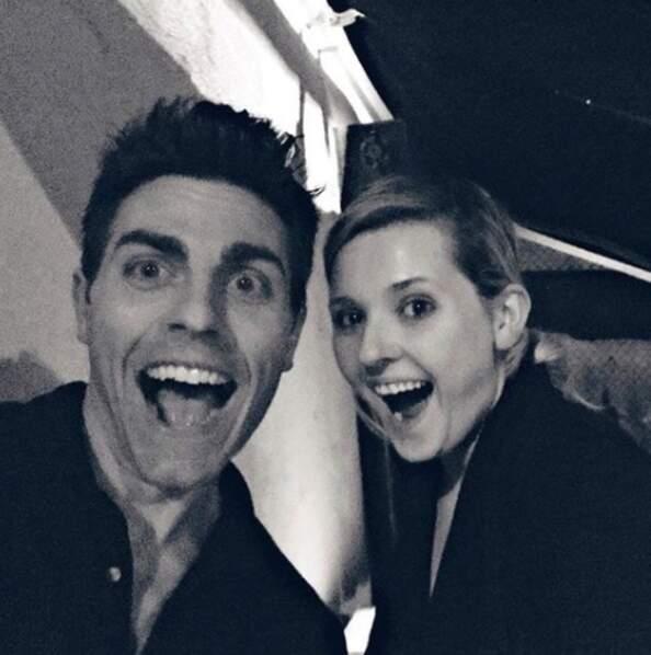 Le voici avec sa partenaire Abigail Breslin