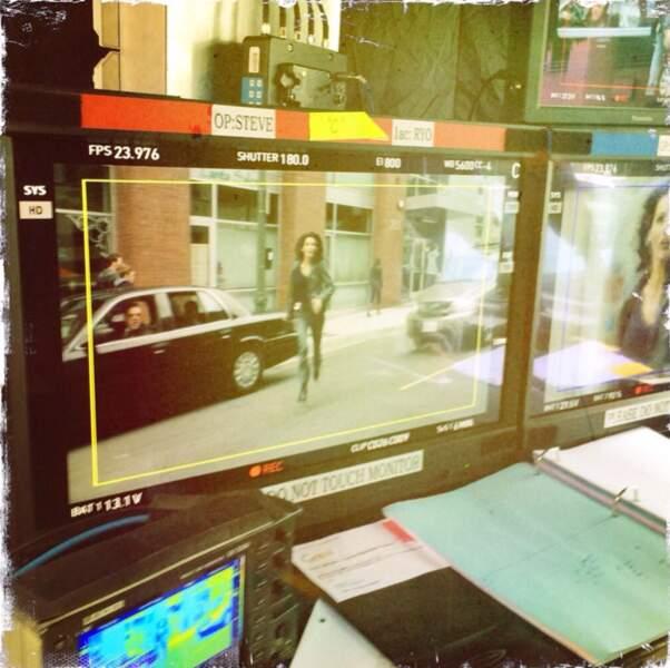 Angie aussi s'amuse à prendre en photo les écrans du réalisateur
