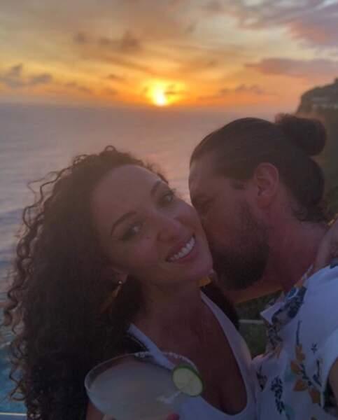 En vacances, elle partage régulièrement des clichés de leur amour