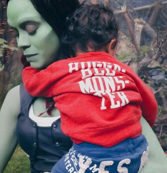 Petite visite des enfants de Zoe Saldana sur le tournage des Gardiens de la Galaxie. Make-up inclus.