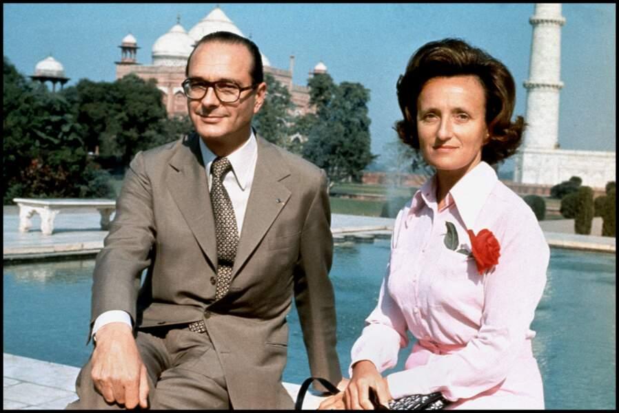 Elle accompagne son Premier Ministre de mari en Inde en 1975