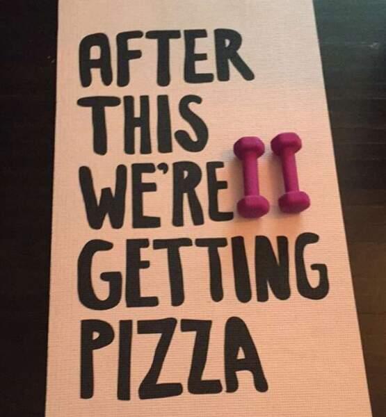 Aussi motivant que le tapis de yoga de l'actrice Janel Parrish (Pretty Little Liars). Pizza = life.